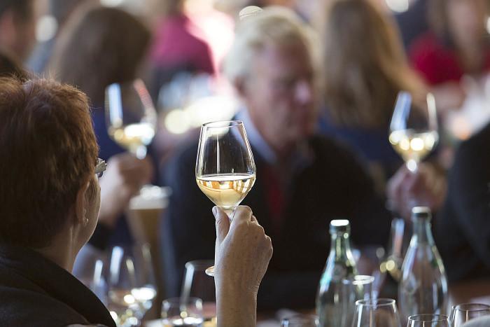 Fachliche Weinprobe mit Kellerführung